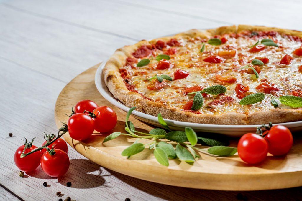 Pizzeria A Salzano Con Ristorante Di Carne E Pesce In Provincia Di